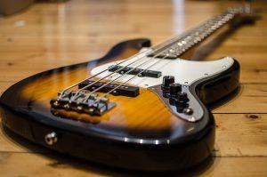 bass-guitar-913092